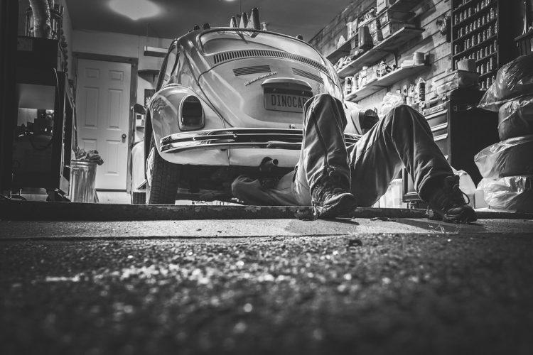 Porte de garage bloqué : faites appel aux services de dépannage en serrurerie