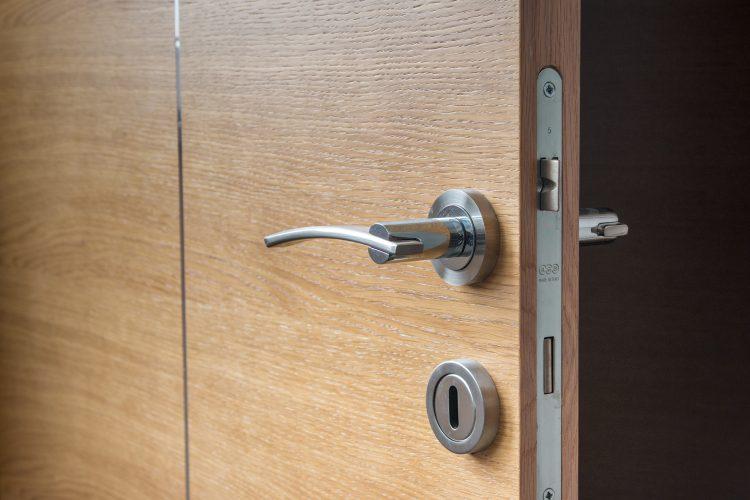 La porte de votre bureau ne veut pas fermer? Contactez un serrurier rapidement sur Lyon