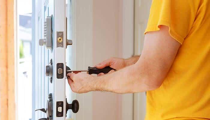 Securisation d'une porte par un serrurier Lyon